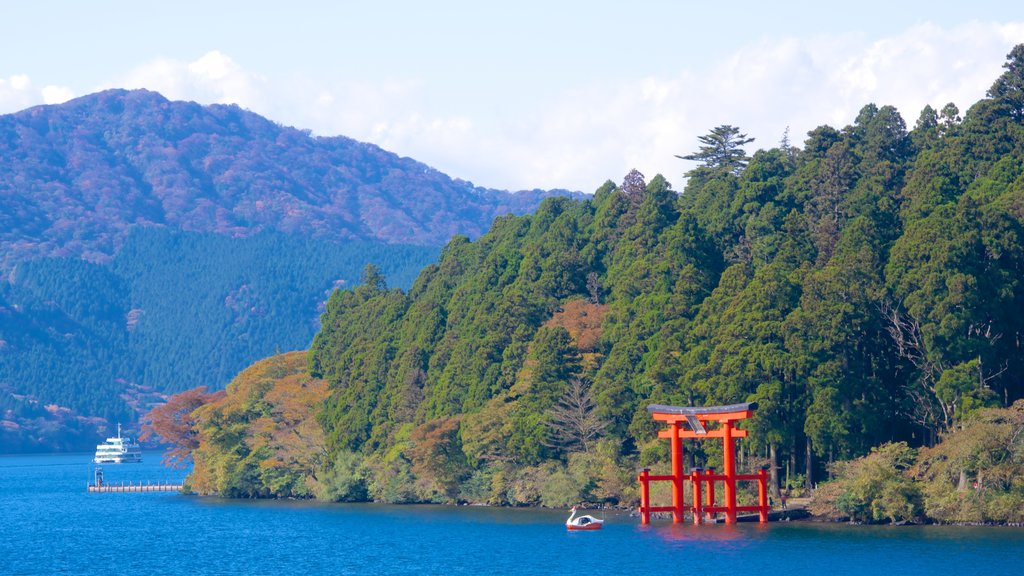 Lake Ashi which includes a lake or waterhole and forest scenes
