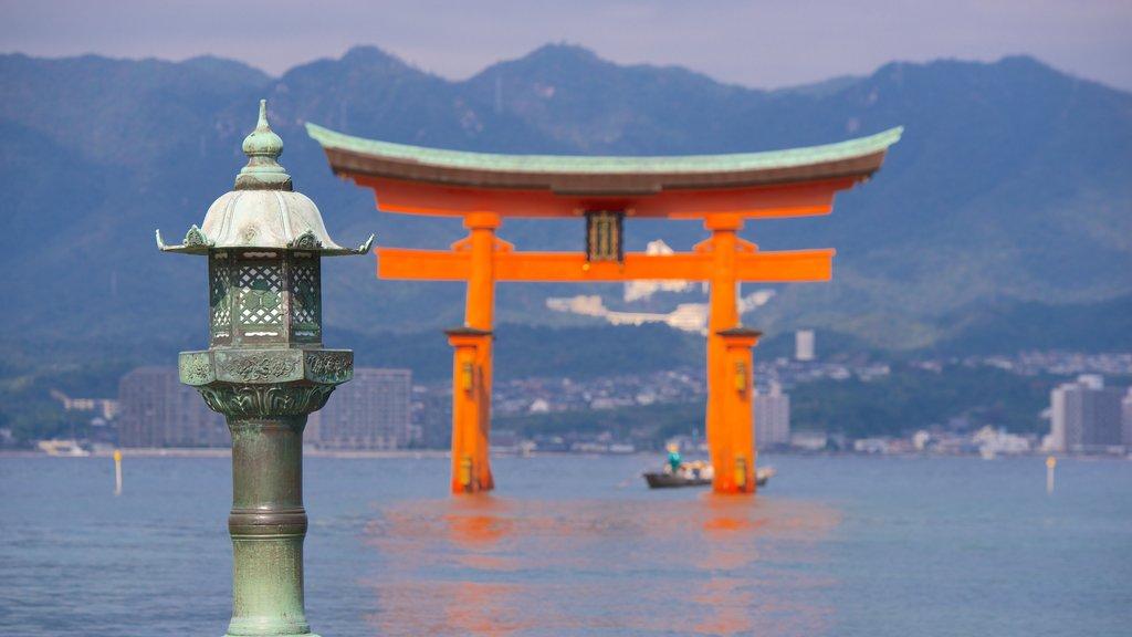 Itsukushima Shrine showing heritage elements and a lake or waterhole