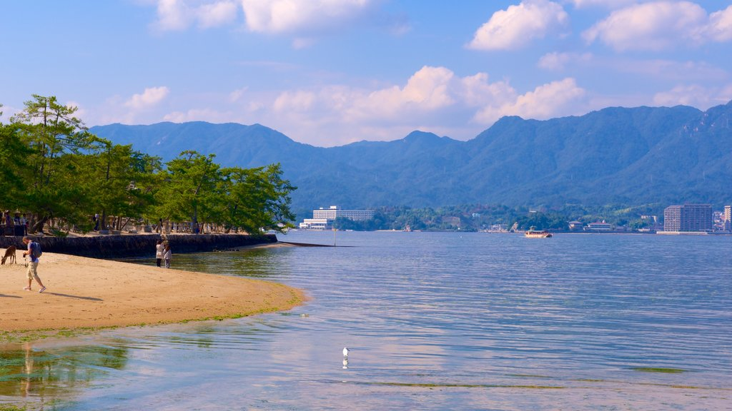 Itsukushima Shrine showing a lake or waterhole