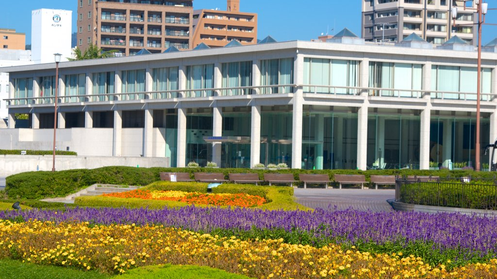 Hiroshima Peace Memorial Museum showing a park and flowers