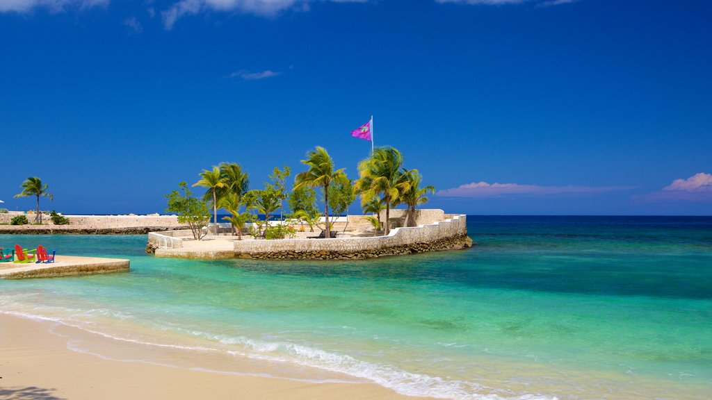 Boscobel showing a sandy beach