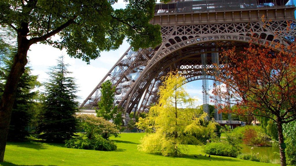 Ile-de-France featuring a park
