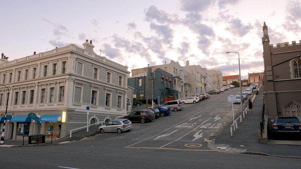 Dunedin ofreciendo escenas urbanas y una puesta de sol