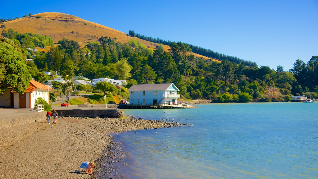 Akaroa showing a pebble beach and mountains as well as children