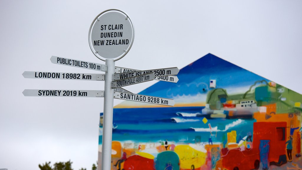 St. Clair Beach que incluye señalización