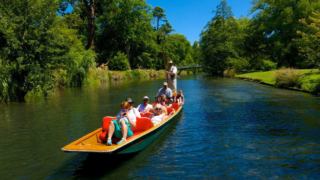Punting on the Avon featuring a gondola and a river or creek as well as a large group of people