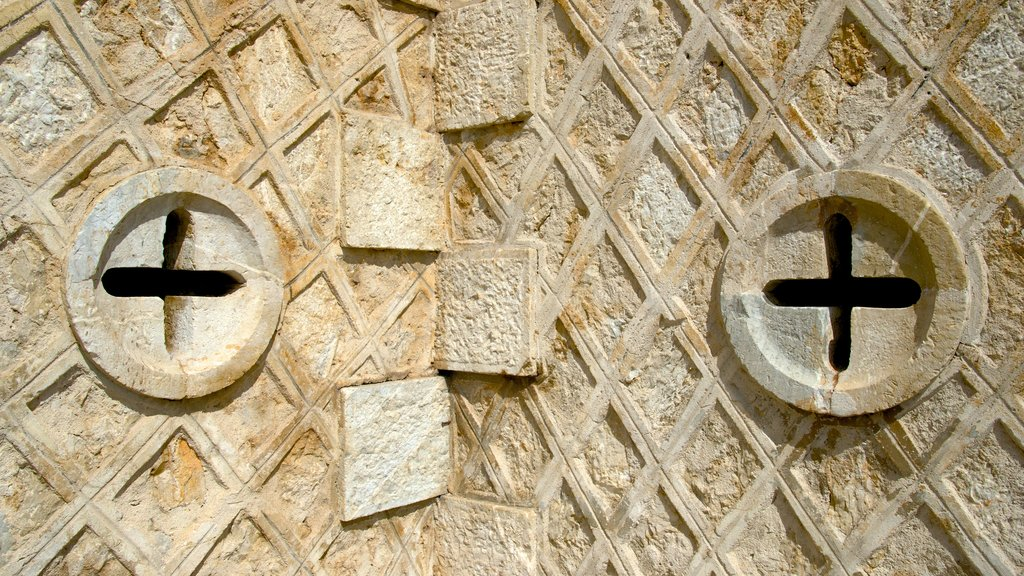 Catedral de Noumea que incluye patrimonio de arquitectura
