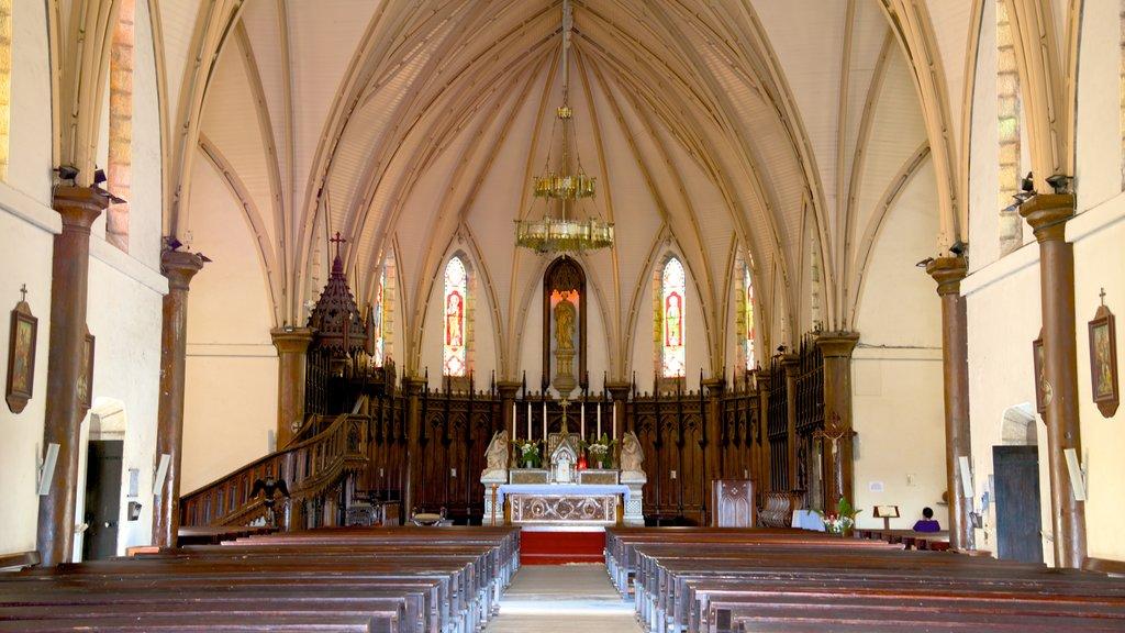 Catedral de Noumea mostrando vistas interiores y una iglesia o catedral