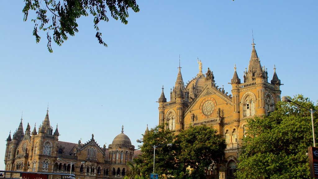 Mumbai showing heritage elements and a sunset