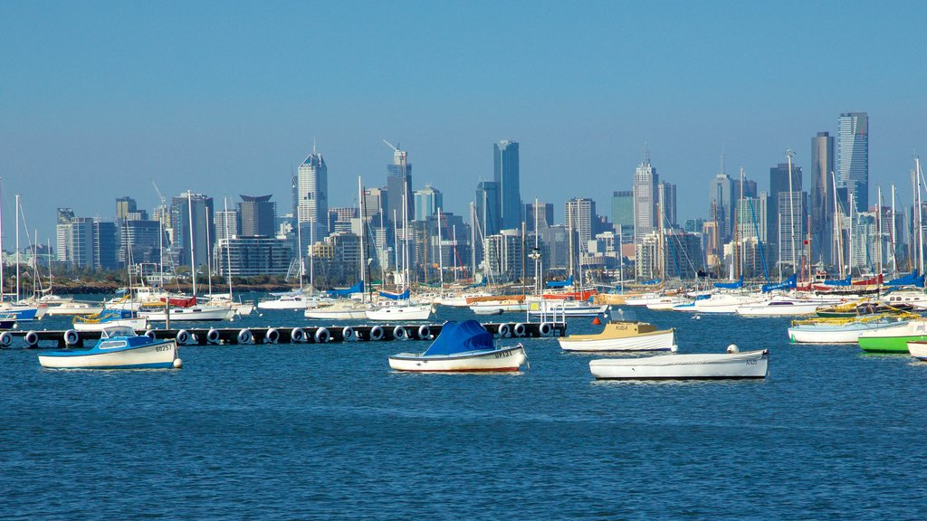 Williamstown featuring skyline, a marina and boating