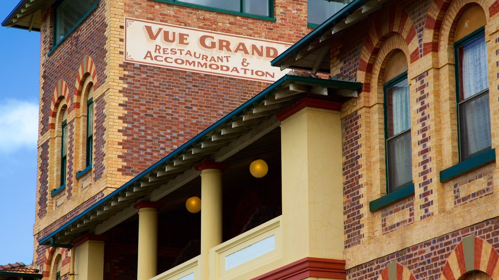 Queenscliff which includes heritage elements, signage and a hotel