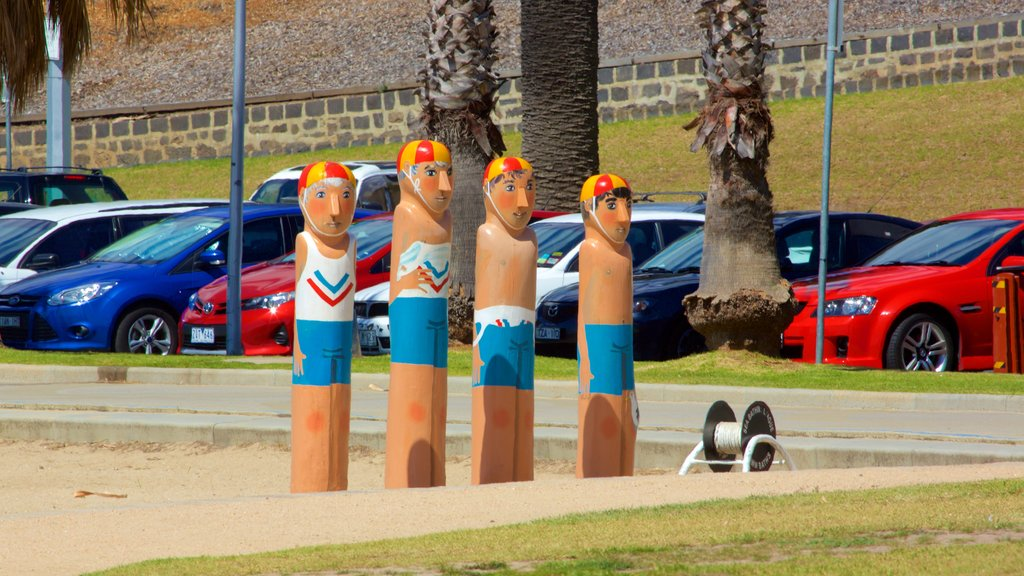 Geelong showing a statue or sculpture and outdoor art