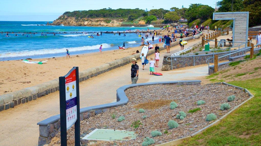 Point Lonsdale que incluye una playa y también un gran grupo de personas