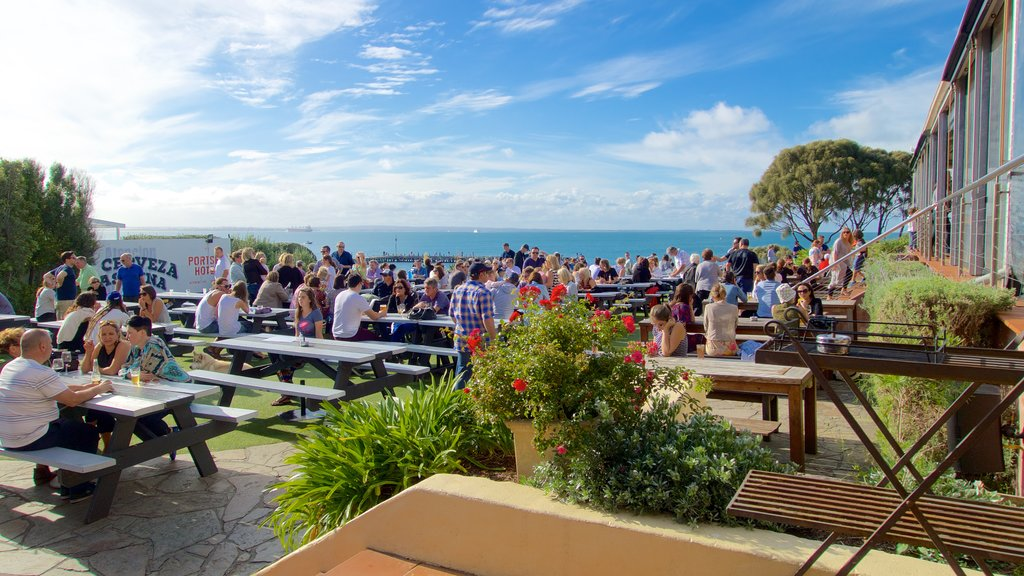 Portsea which includes outdoor eating, dining out and general coastal views