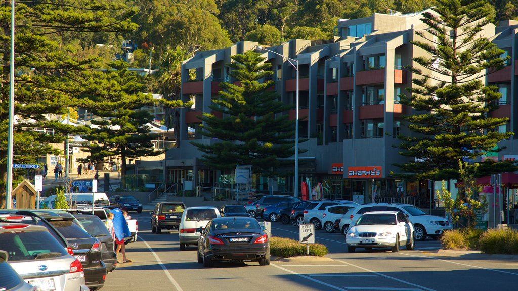 Lorne which includes street scenes