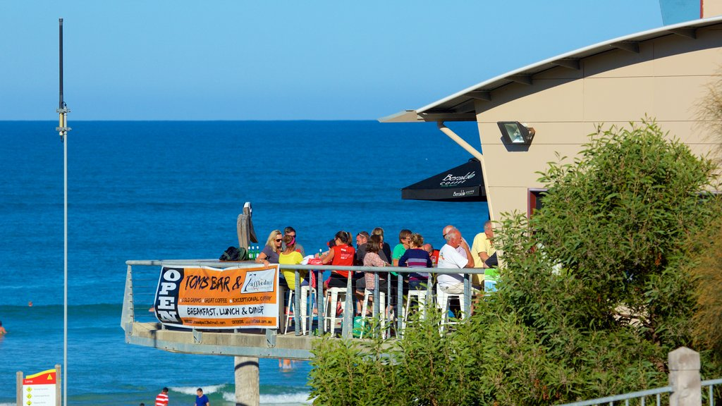 Lorne featuring outdoor eating, general coastal views and cafe scenes