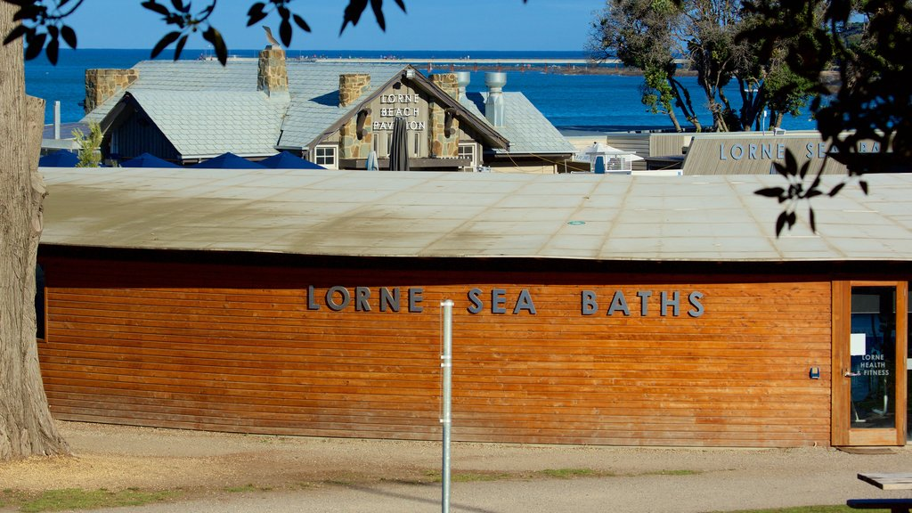 Lorne featuring signage and heritage elements