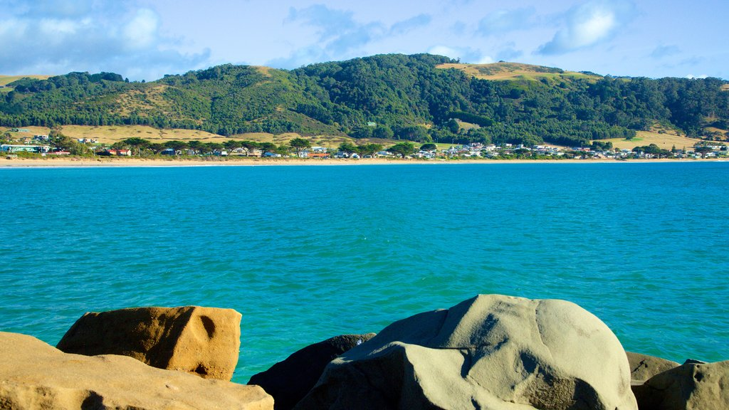 Apollo Bay Harbour showing mountains and general coastal views