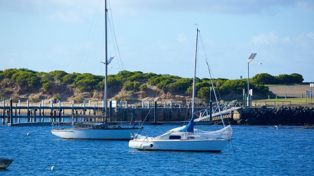 Apollo Bay Harbour showing sailing and general coastal views