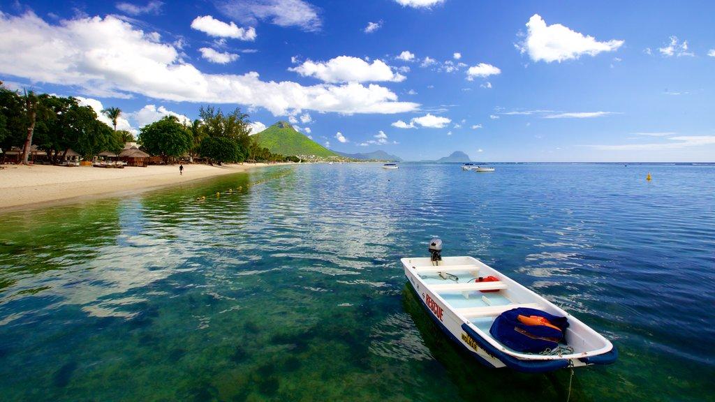 Flic-en-Flac featuring boating and general coastal views