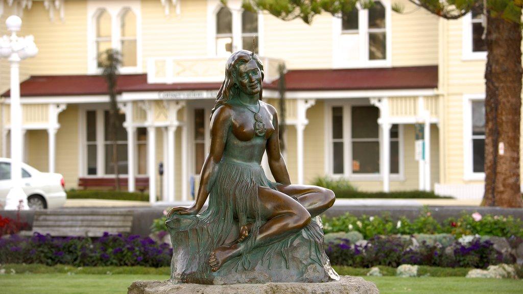 Pania of the Reef ofreciendo arte y una estatua o escultura