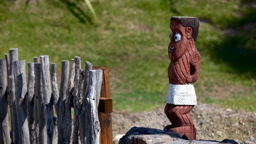 Whakarewarewa Thermal Reserve ofreciendo arte y cultura indígena