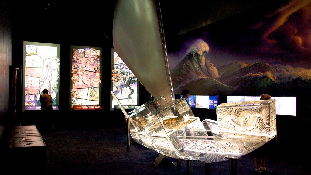 Rotorua Museum of Art and History ofreciendo arte y vistas interiores