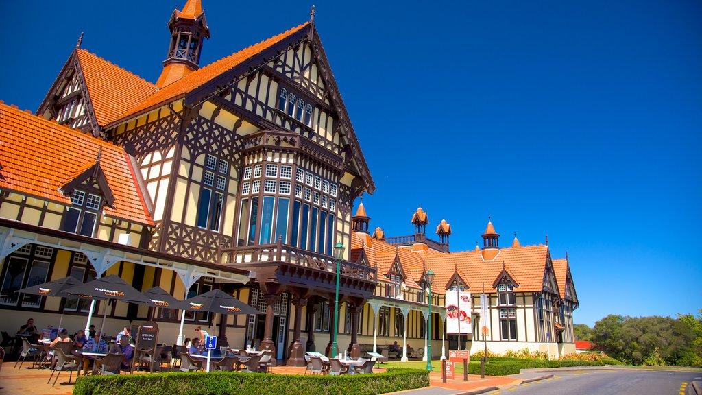 Rotorua Museum of Art and History mostrando comer al aire libre