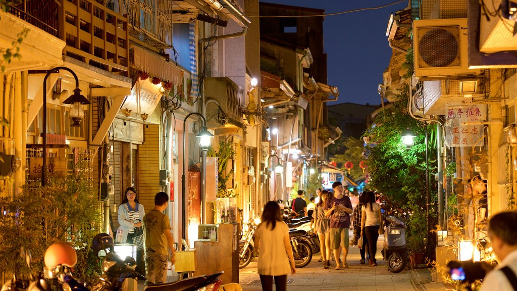 Tainan which includes night scenes, nightlife and street scenes