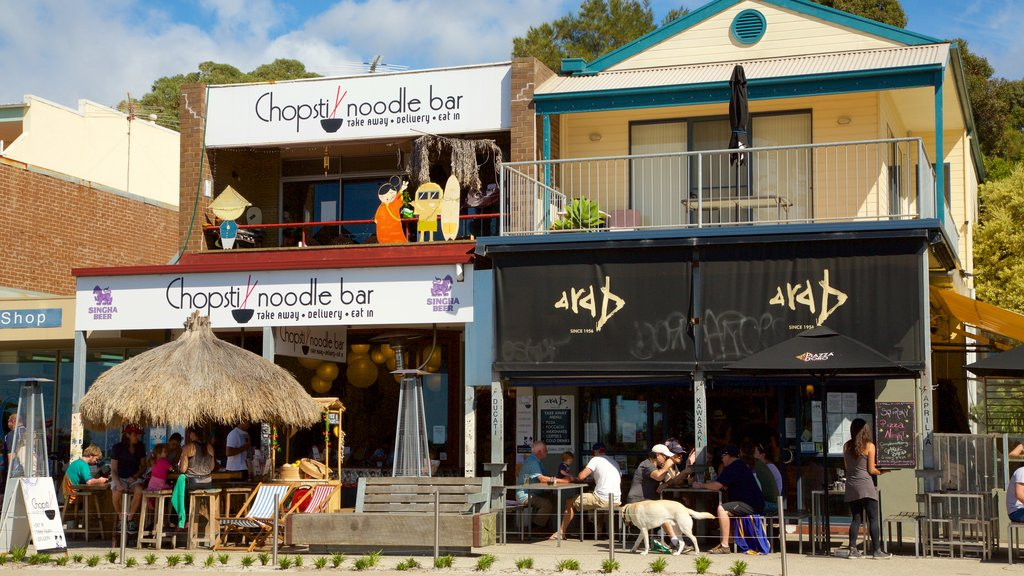 Lorne featuring cafe lifestyle