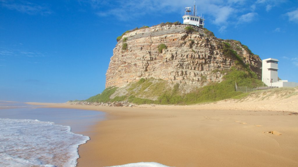 Nobbys Head Beach showing a lighthouse and a sandy beach