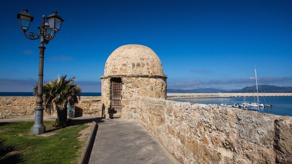 Alghero showing general coastal views