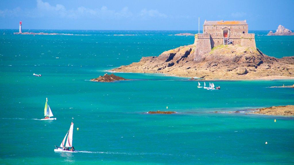 Petit Be showing rocky coastline, general coastal views and sailing