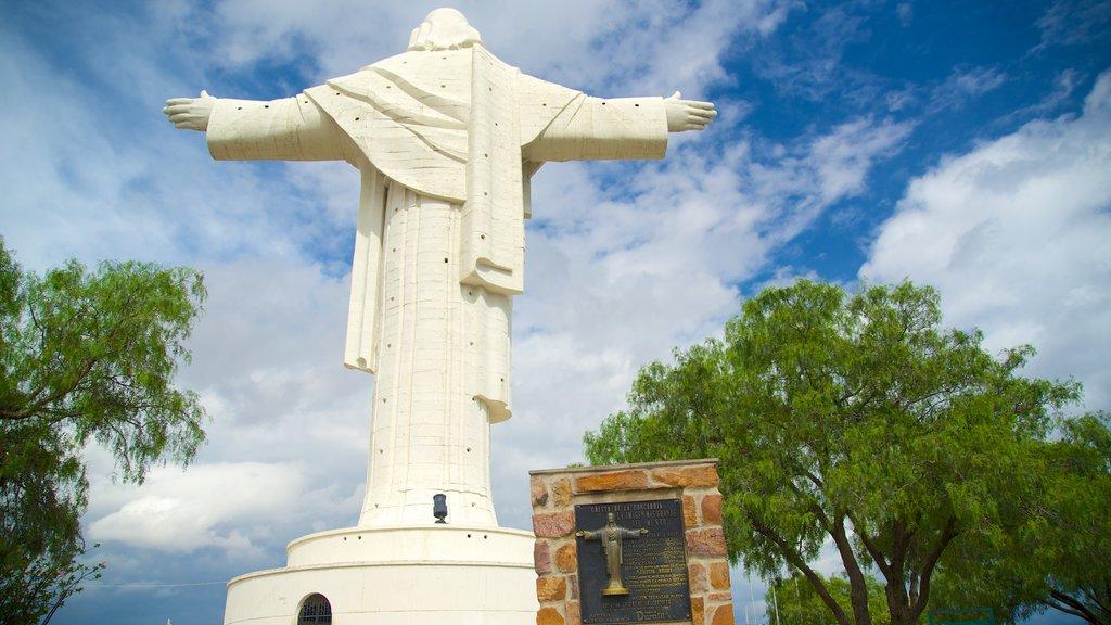 Cristo de la Concordia que incluye una estatua o escultura