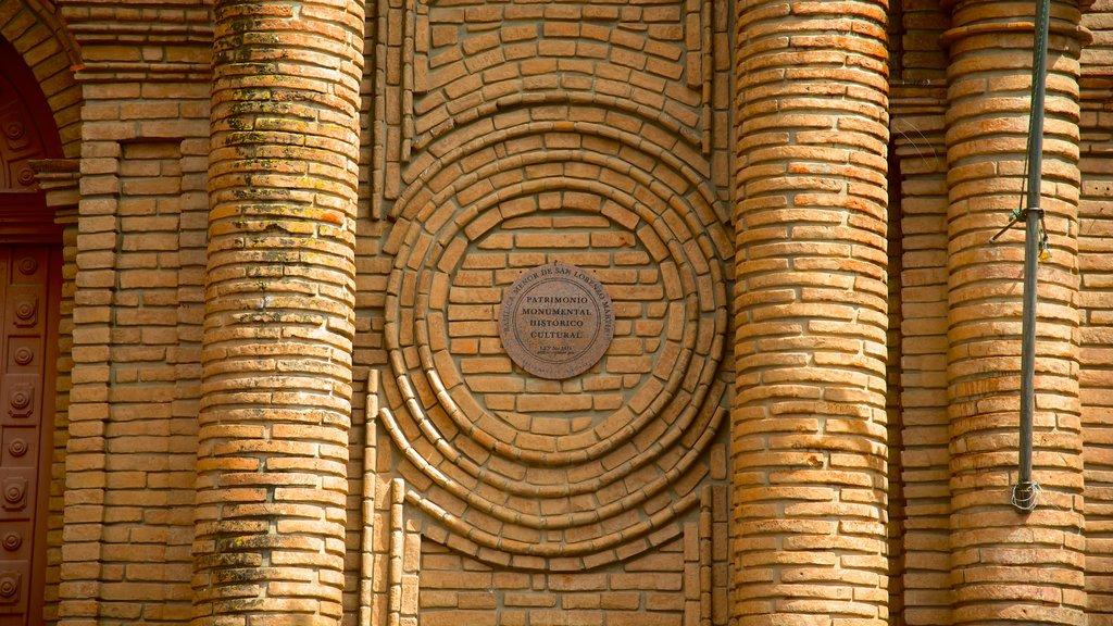 Catedral de San Lorenzo que incluye elementos del patrimonio, una iglesia o catedral y patrimonio de arquitectura