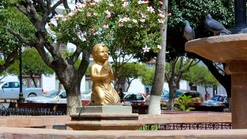 Plaza de 25 de Mayo which includes a statue or sculpture
