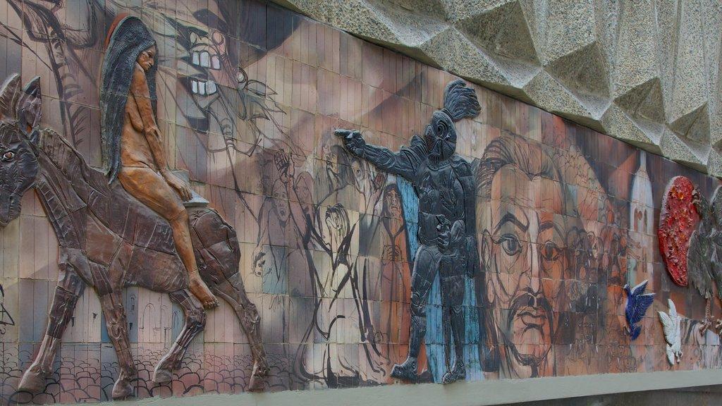 La Paz which includes outdoor art