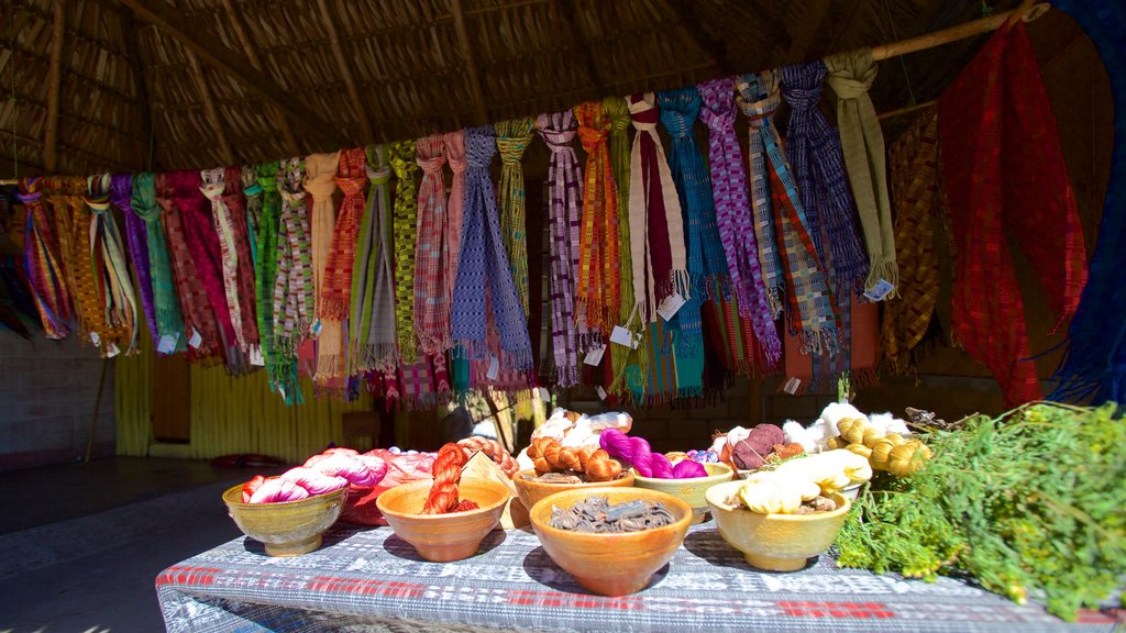 San Juan La Laguna showing markets