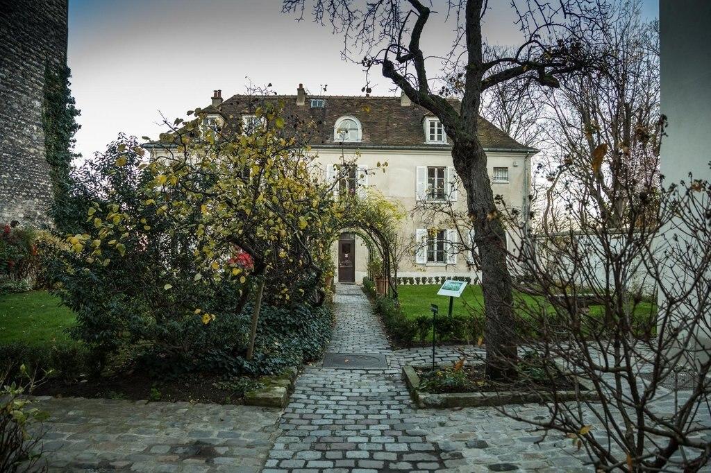 Musée de Montmartre - Jardins Renoir.jpg