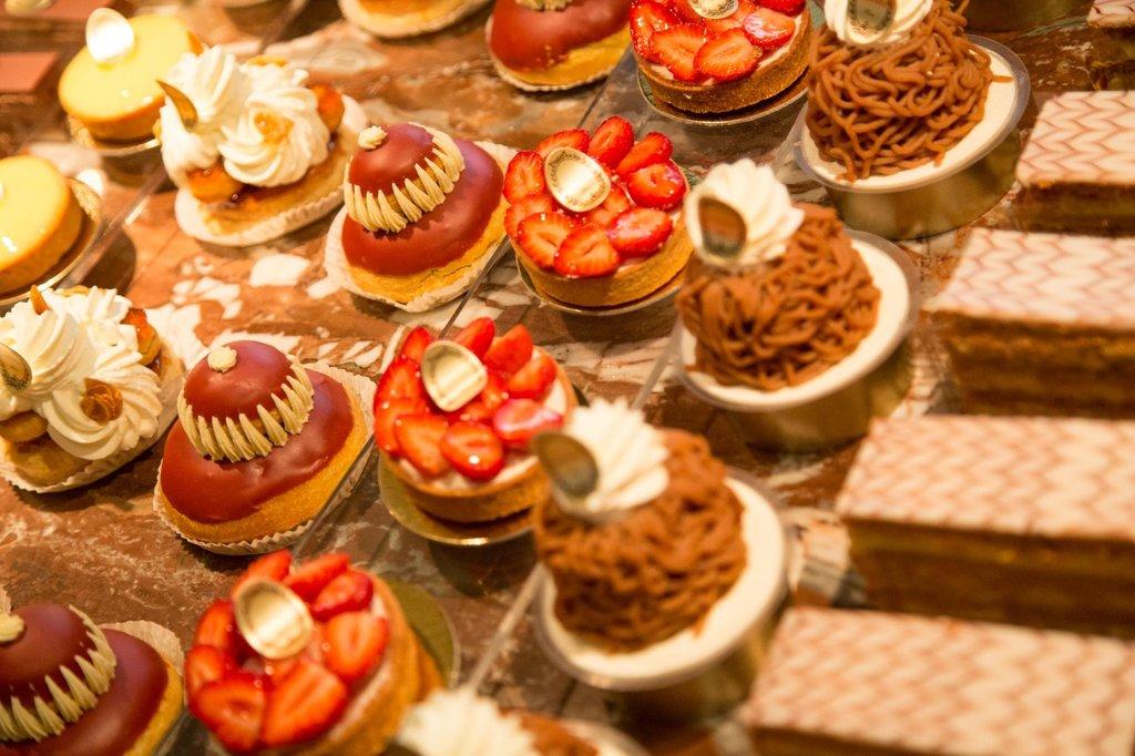 Pâtisseries Ladurée - 75008 Paris..jpg