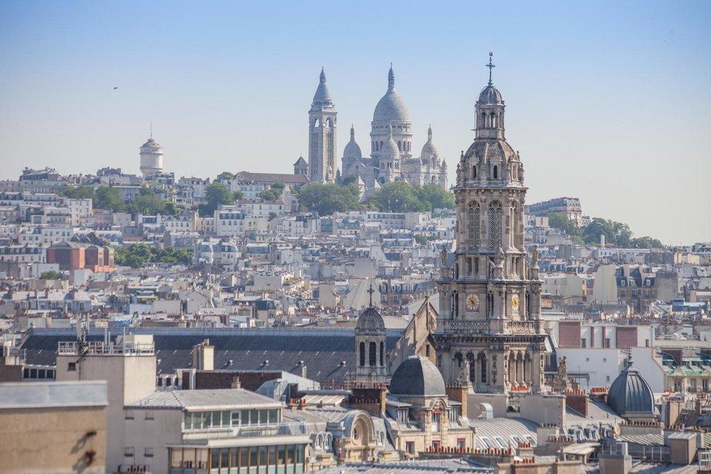 Vue sur le Sacré-Coeur depuis la terrasse du Printemps Haussmann.jpg
