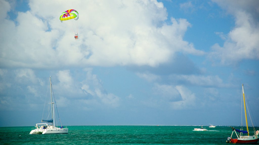 San Pedro showing general coastal views, parasailing and boating