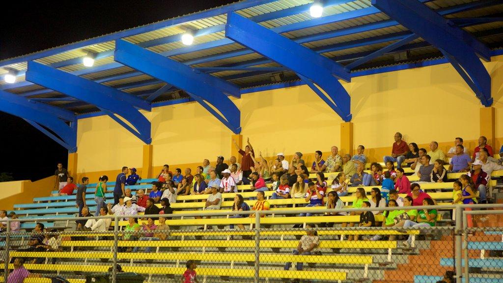 Oranjestad y también un gran grupo de personas
