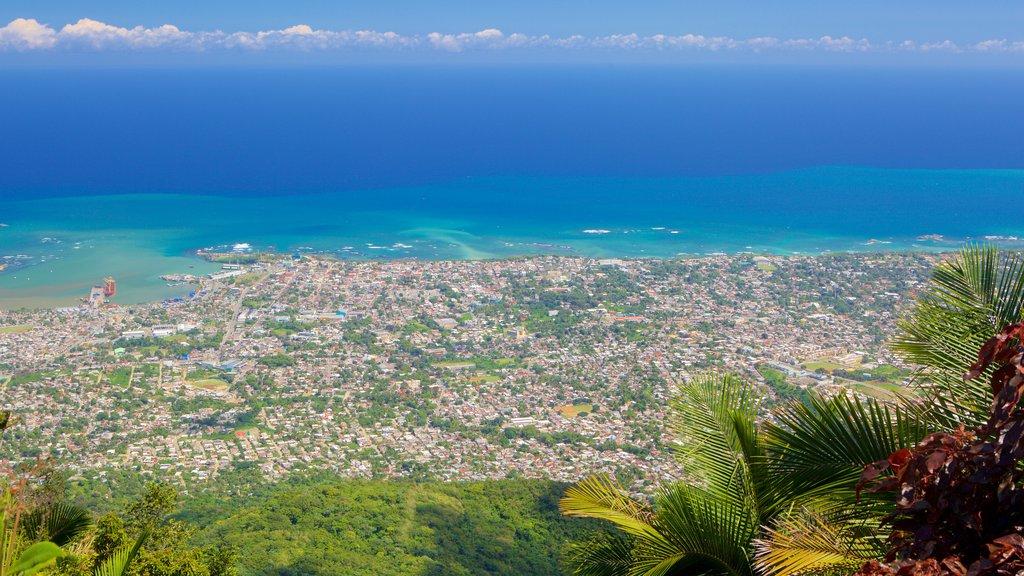 Pico Isabel de Torres som visar kustutsikter och en stad