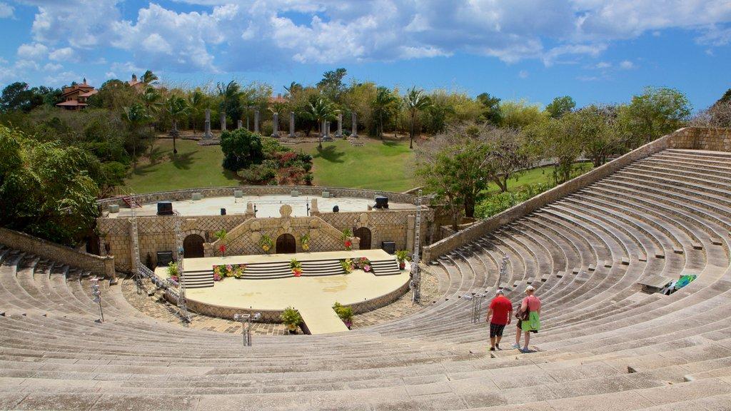 Altos de Chavon Amphitheater showing theater scenes