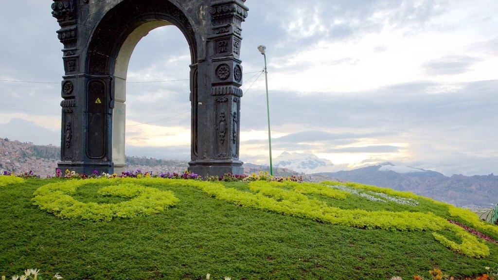 La Paz which includes views
