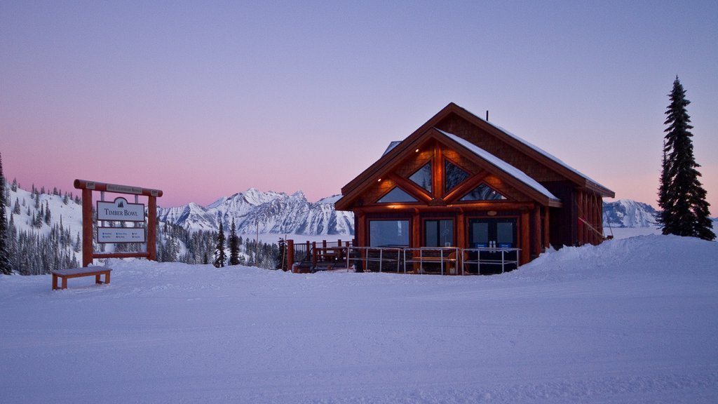 Fernie Alpine Resort which includes snow, landscape views and a house