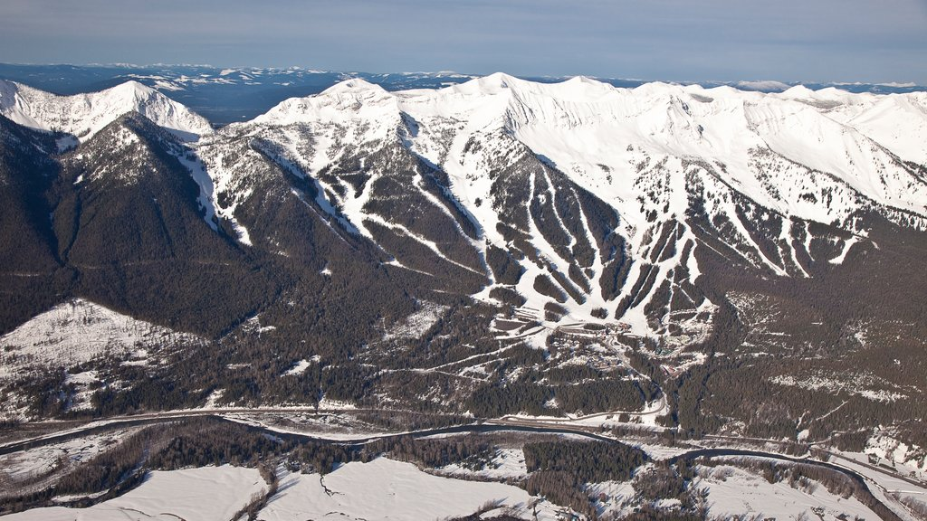 Fernie Alpine Resort which includes mountains, snow and landscape views