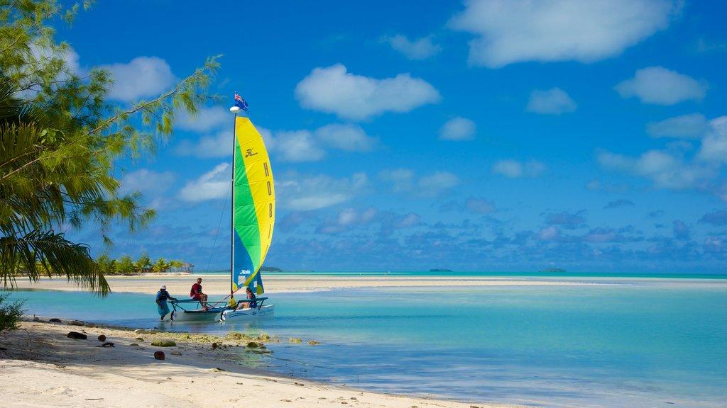 Aitutaki ofreciendo navegación y una playa