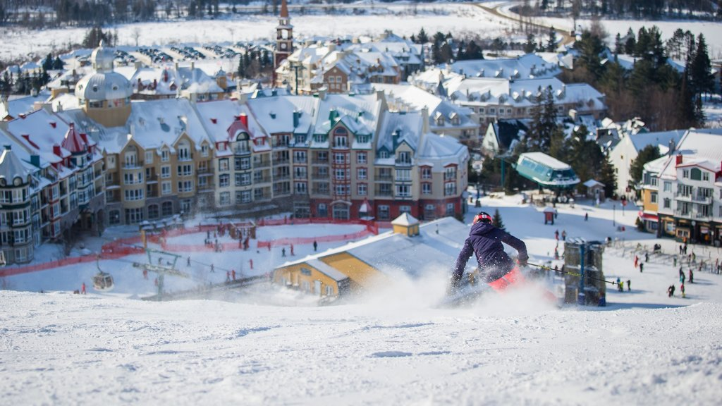 Mont-Tremblant Ski Resort showing snow, a luxury hotel or resort and snow skiing